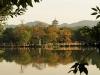 Езеро с парк